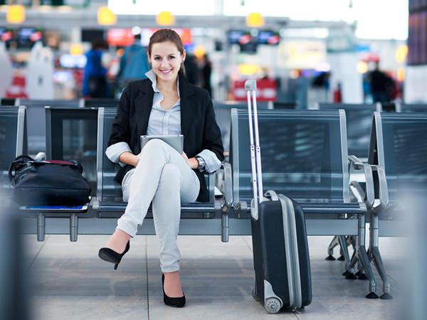 Картинки по запросу фото маленький  чемоданчик в аэропорту