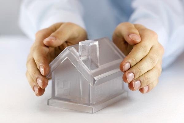 Полис страхования имущества как пример полезного подарка на Новый год