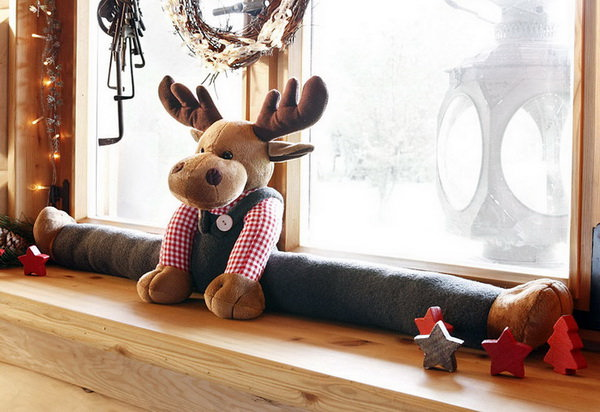 игрушка от сквозняков на подоконник лось