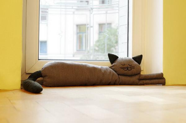 валик от сквозняков под дверь в виде кота