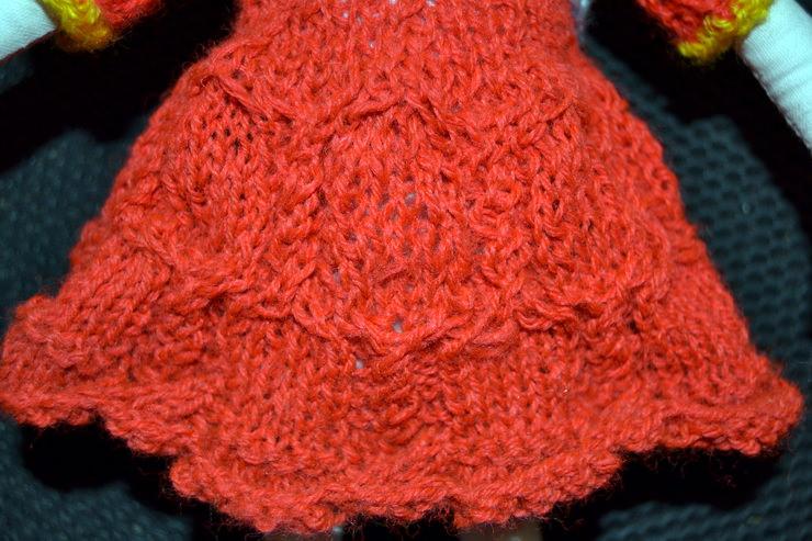 Вязаное спицами платье для Лалалупси