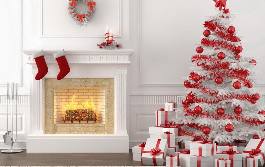 Искусственная новогодняя елка в интерьере