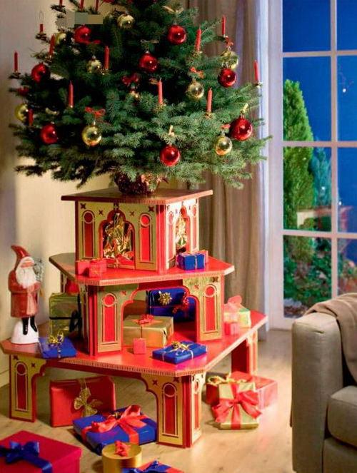 Трехэтажный подиум для новогодних подарков под елкой