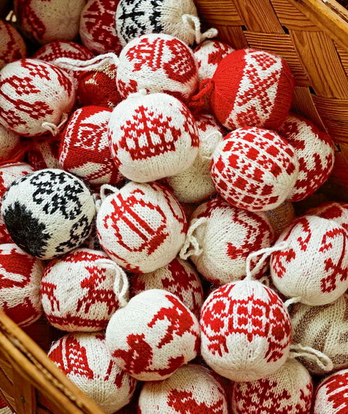 Вязаные елочные шары