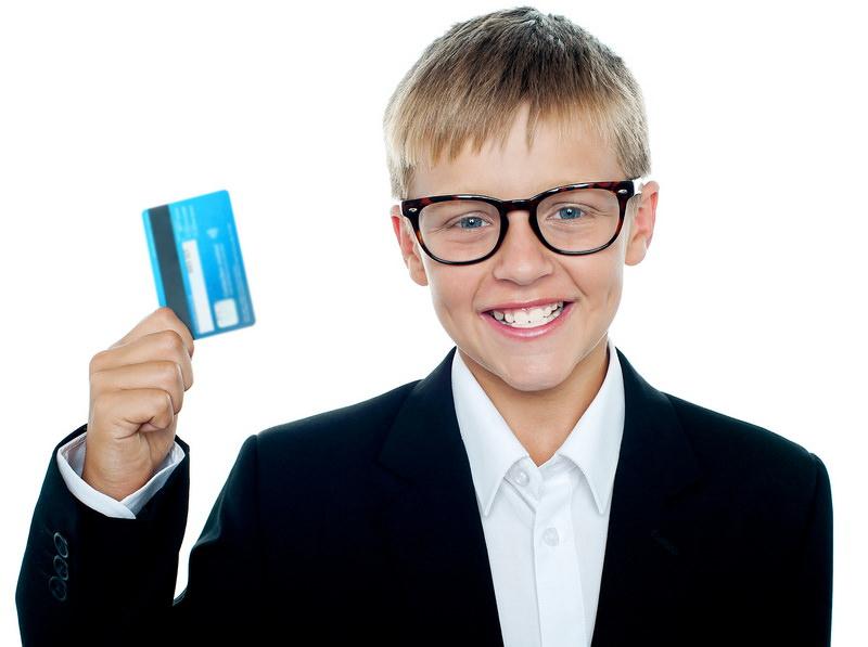 Как сделать ребенку банковскую карту