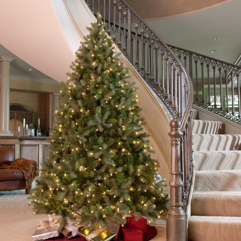 Новогодняя елка без шаров