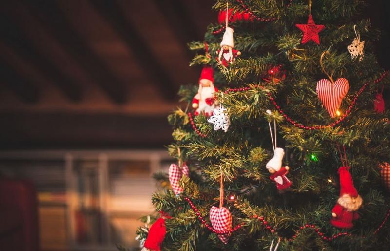 Новогодняя елка с ретро игрушками
