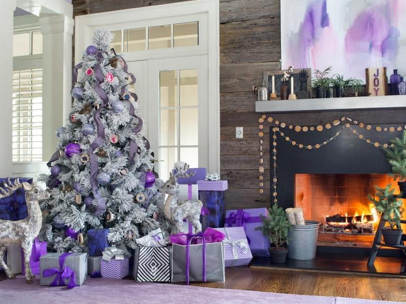 Новогодняя елка в лиловых тонах